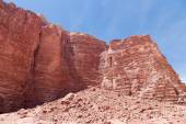 Mountains of Wadi Rum Desert also known as The Valley of the Moon is a valley cut into the sandstone and granite rock in southern Jordan — Stock Photo