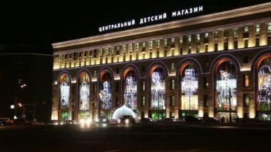 Night view of the building of the Central Children's Store on Lubyanka (opened in April 2015 after extensive reconstruction), Moscow, Russia — Stockvideo