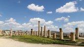 Roman ruins in the Jordanian city of Jerash (Gerasa of Antiquity), capital and largest city of Jerash Governorate, Jordan — Stock Photo