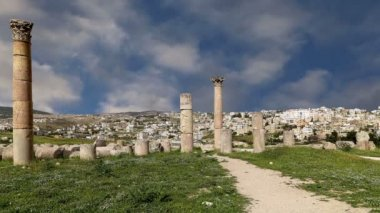 Roman ruins in the Jordanian city of Jerash (Gerasa of Antiquity), capital and largest city of Jerash Governorate, Jordan — Stock Video