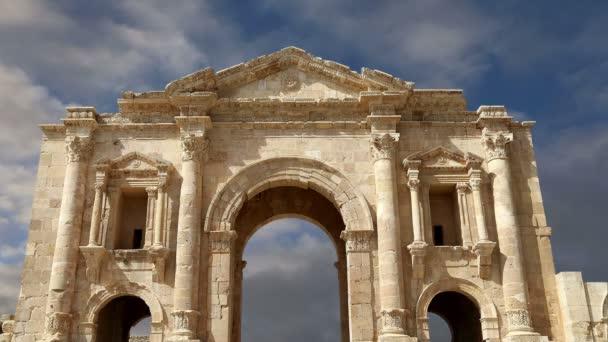 Arco de Adriano en gerasa (jerash)--fue construido en honor a la visita del emperador Adriano a jerash 129 d.c., Jordania — Vídeo de stock