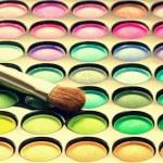 paleta de maquillaje con pincel de maquillaje — Foto de Stock   #65164809