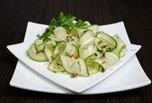 Insalata di cetrioli freschi con aglio, aneto, spezie — Foto Stock