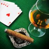 Drink and playing cards — Stock Photo