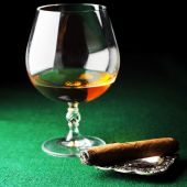 Cigar and drink — Stock Photo