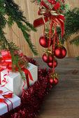 FIR tree med jul leksaker — Stockfoto