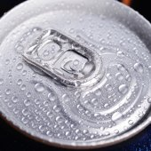 Wet aluminium can — Stock Photo