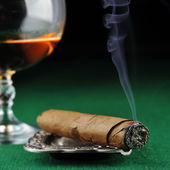 Cigar and alcohol drink — Stock Photo