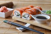 Sushi rolls with salmon — Stock Photo