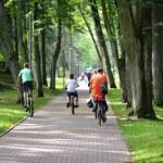 Cyclists ride along  bike path — Stock Photo #70475327