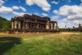 Siem Reap, Kambodża. 16 grudnia 2011. Świątynia Angkor Wat. Biblioteka — Zdjęcie stockowe