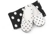 Feminine slippers and scarf — Stock Photo