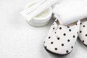 Feminine slippers and toiletry — Stock Photo