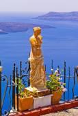Statue of Aphrodite in Santorini, Greece, Therasia in the backgr — Stock Photo