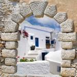 Traditional architecture of Oia village on Santorini island, Gre — Stock Photo #83568408