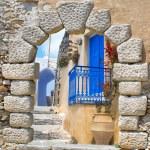 Traditional architecture of Oia village on Santorini island, Gre — Stock Photo #83568698