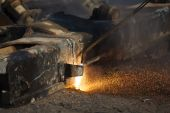 Scrap metal cutting with gas welder — Stock Photo