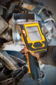 Handheld XRF analyzer spectrometer for scrap metal  — 图库照片