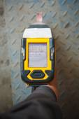 Handheld XRF analyzer spectrometer for scrap metal in action — Foto de Stock