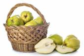 Basket with quinces isolated on white background — Foto de Stock