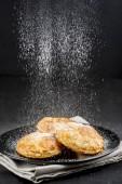 Sprinkling powdered sugar on cakes — Stock Photo