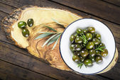 Green olives with olive oil and rosemary — Stock Photo