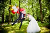 Bride and groom with balloons  — Stock Photo