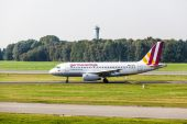 Airbus A319-100 Germanwings lands at Hamburg Airport — Stock Photo