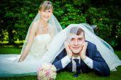 Wedding couple on picnic — Stock Photo