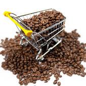 Carrito de compras lleno de granos de café — Foto de Stock
