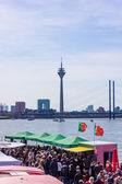 Połowy rynku poprzez port — Zdjęcie stockowe