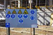 Standardní varovné signály na budovu — Stock fotografie