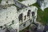 Walls of the ruined castle — Stock Photo