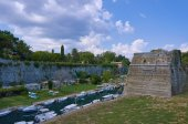 Fortress Palaio Frourio with moat — Stock Photo