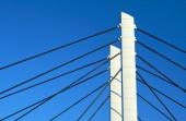 Piloni e cavi d'acciaio ponticello cavo-rimasto — Foto Stock