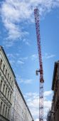 Crane stands in a narrow street — Stock Photo