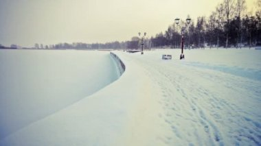 Onega lake embankment covered with snow — Stock Video