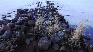 Rocky pier at frozen Onega lake — Video Stock