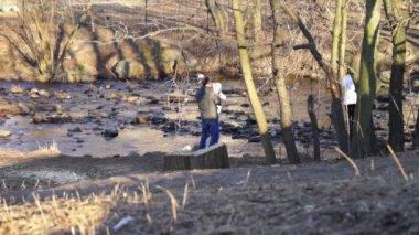 Family walking through Neglinka river — Video Stock
