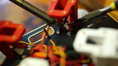 Electrical technician soldering wires on quadcopter — Stockvideo
