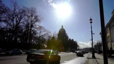 Roadway with cars near Saint Isaac Cathedral — Stock Video