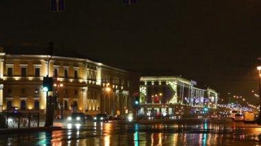 Night traffic near shopping center Galeria — Stock Video