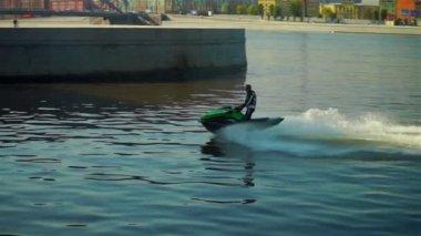 Wave runner moving near Bolsheokhtinsky bridge — Stock Video