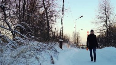 Winter view at people passing city — Vidéo