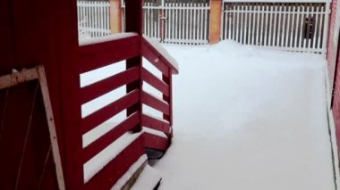 Country house yard covered with snow — Stock Video