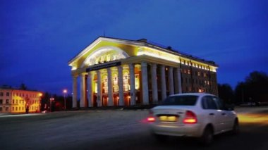 Facade of Russian Dramatic Theater with columns — Stock Video