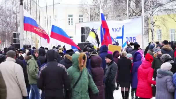 People protest against war in Crimea