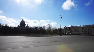 Cars moving near Senate Square — Wideo stockowe