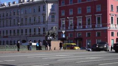Anichkov bridge across Fontanka river — Vídeo de stock