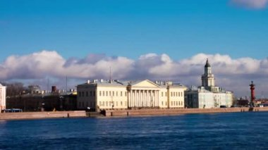 Classic architecture at Neva river quay — ストックビデオ